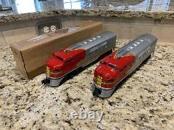 Lionel Postwar O Gauge F3 Santa Fe Locomotive 2383 A-A Set with Box