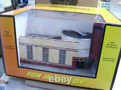MTH # 30-90490 Majestic Movie Theatre Lighted with Blinking Sign Railking O Gauge
